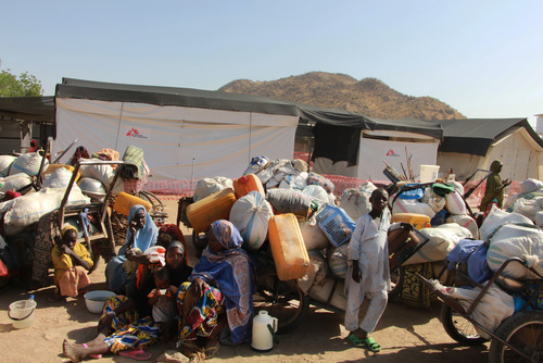 Nigeria: Searching for aid after fleeing the fighting