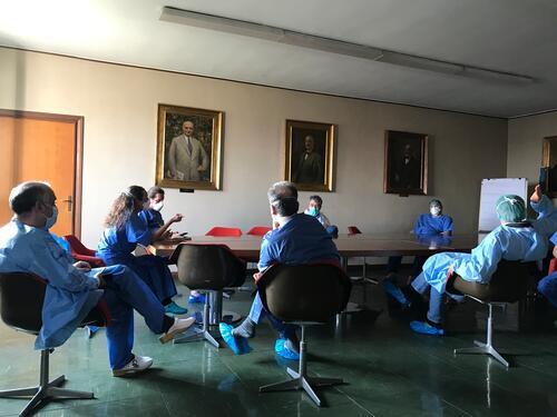 Training volunteer surgeons in coronavirus COVID-19 response at Codogno Hospital