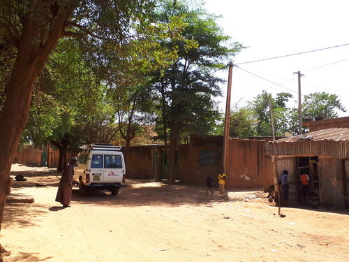 MSF clinic in Niamey to treat people on the move