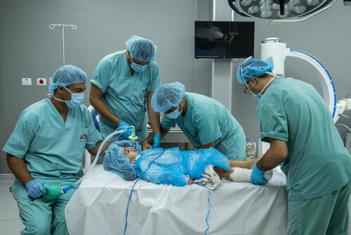 Treating child injuries in blockaded Gaza 04