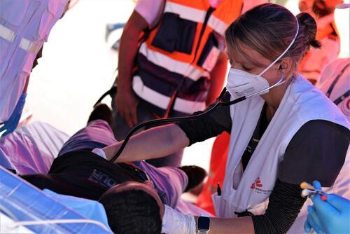 Israeli forces injure hundreds of Palestinian men, women, and children in Jerusalem