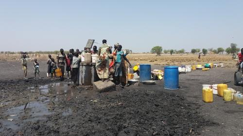 The over crowded water point near Aburoch