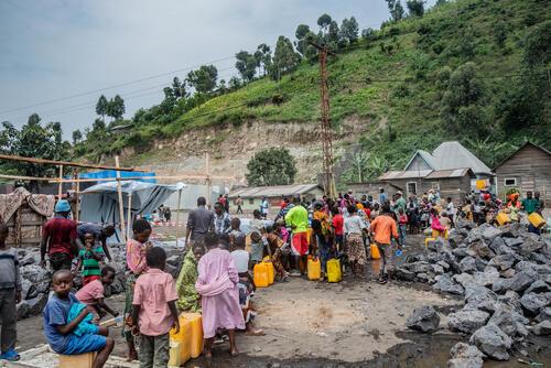 Distribution d'eau à Sake, Nord Kivu, RDC