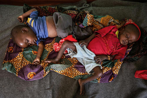 MSF Measles Intervention Baboua: Twins Elisabeth and Sophie