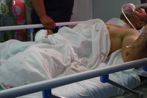 Influx of patiens in Qayara hospital